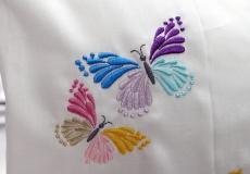 Perna brodata cu fluturasi in atelierul Decotex Style Pitesti